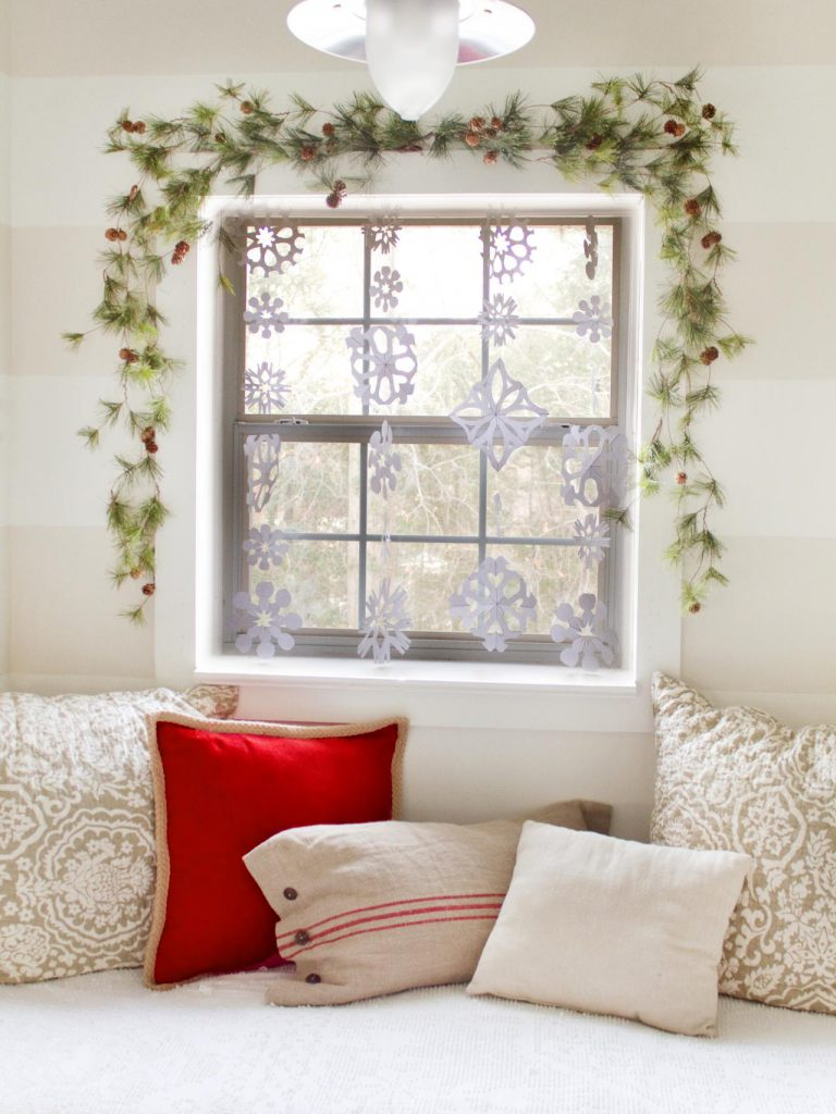 Original_Layla-Palmer-Snowflake-Curtain-Beauty-Shot_s3x4.jpg.rend.hgtvcom.1280.1707